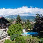 Alpenpanorma und Blick auf das Hotel Tirolerhof